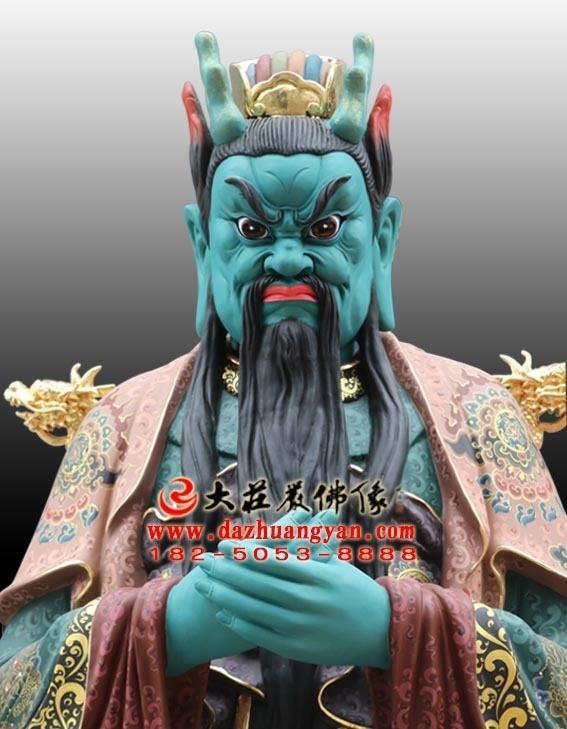龙王彩绘神像正面近照