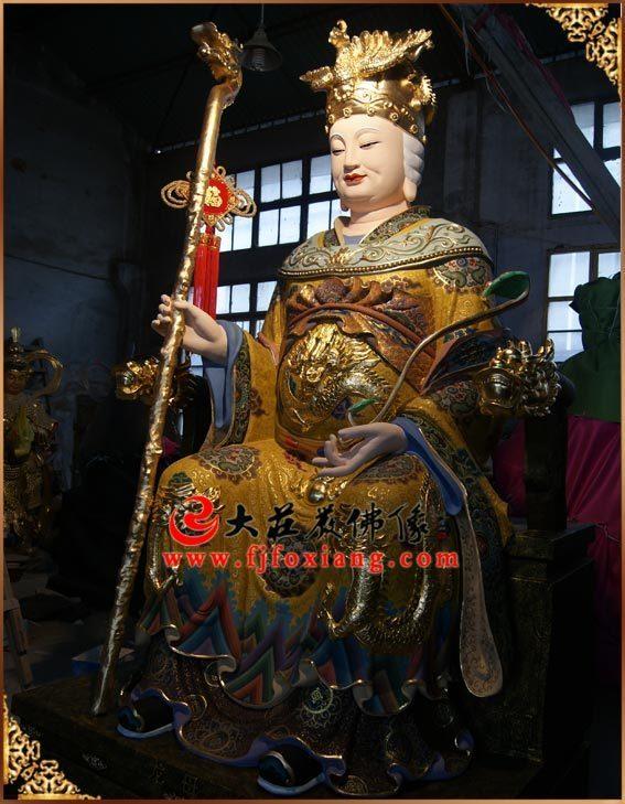 铜雕龙母彩绘神像