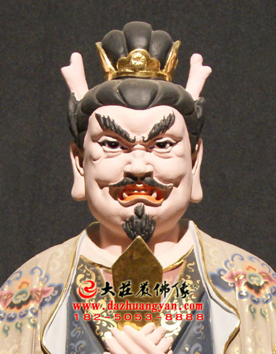 观音三十二应身之龙王身彩绘塑像正面近照