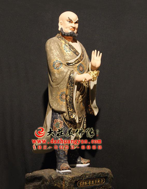 观音三十二应身之摩睺罗迦身彩绘塑像左侧照