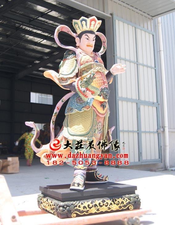 西方广目天王彩绘塑像左侧照