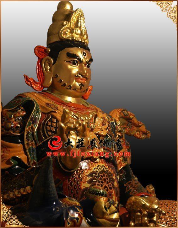 财宝天王彩绘贴金塑像